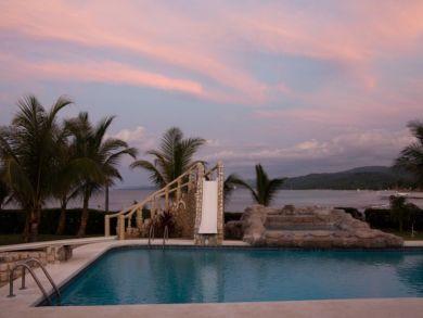 Ocean front pool & hot tub