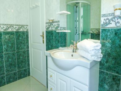 Bathroom with walk_in shower