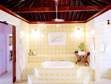 Separet tub & shower in bathroom