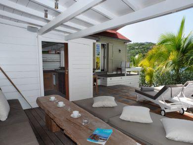 Kitchen & living area on ocean front deck