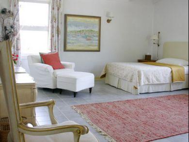 Bedroom 7 with queen bed