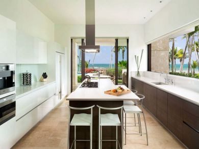Gourmet kitchen with island & bar stools