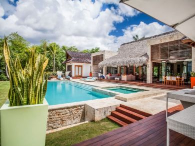 Villa with Private Pool and Spa