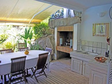Outdoor kitchen& dining area