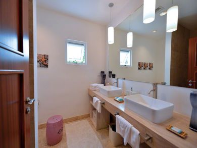 Bathroo with double vanity