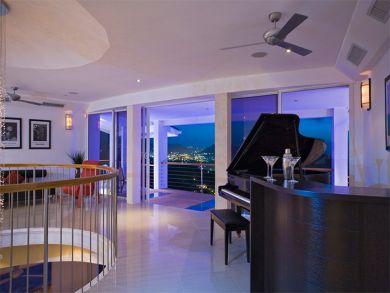 Piano in loft