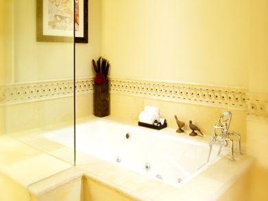 Whirlpool tub & walk-in shower