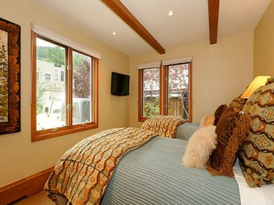 Bedroom 3 with twin bed