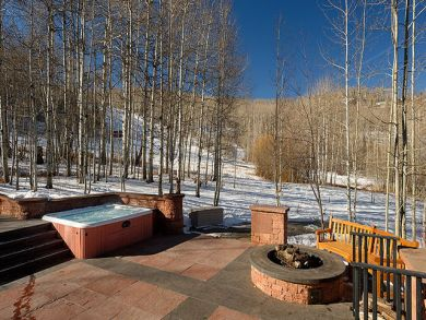 Outdoor hot tub & firepit