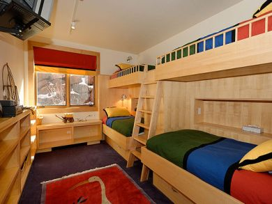 Bedroom 4 with two sets of bunk beds