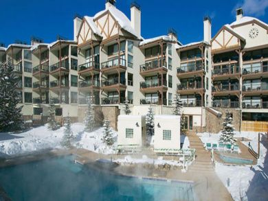Walk to lift condo with pool & hot tub in Vail, Colorado