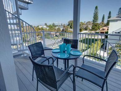 Deck with Outdoor Dining