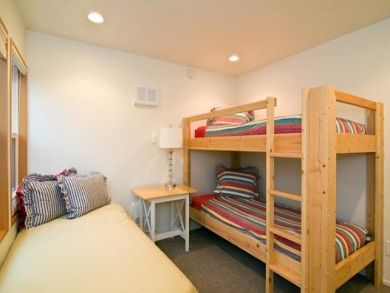 Bedroom 4 with Twin Bed & one Set of Bunk Beds