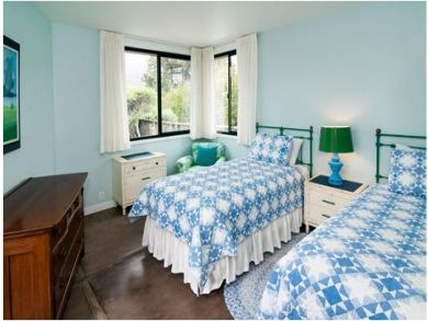 Bedroom Five with Twin Beds