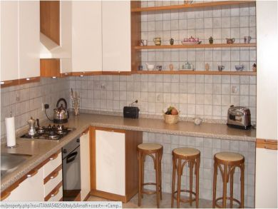 Fitted Kitchen with Breakfast Bar