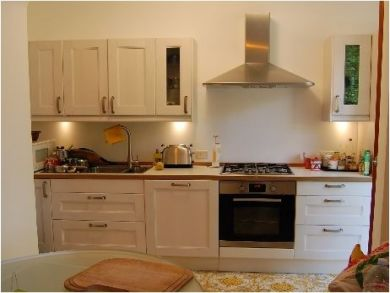 Fitted Kitchen with Breakfast Table