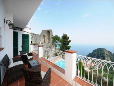 Balcony with Lounge Set