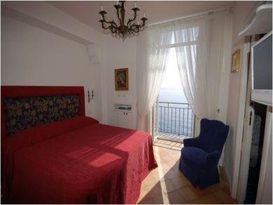 Bedroom Six - Queen Bedroom
