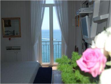 Bedroom Eight - Queen Bedroom