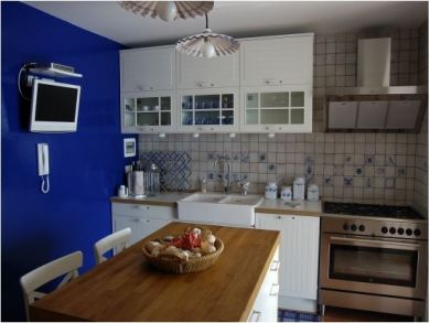 Equipped Kitchen with Breakfast Area