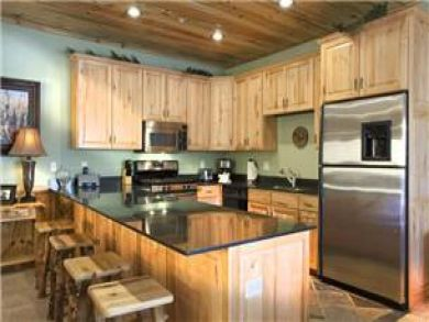 Well Equipped Kitchen with Breakfast Bar