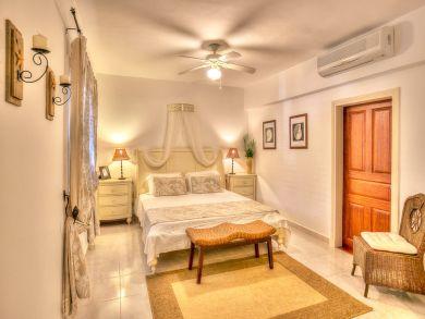 Posh Villa Sleeps Eight Great Pool All Large Beds