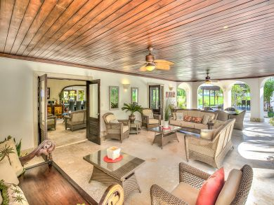Four Bedroom Villa with Views of the Ocean and Staff