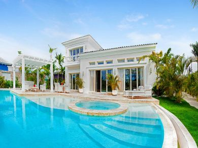 Three bedroom, Pool Close to Golf and Beaches.