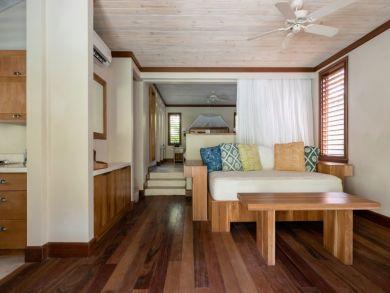 Great Value Two Bedroom Villa Sleeps 4 Short Walk to Beach