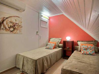 Bedroom -Twin beds