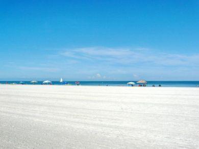 Marco Island One Bedroom Vacation Condo Walk to Beach.
