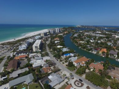 Lido Key One Block to the Beach and Close to St. Armands