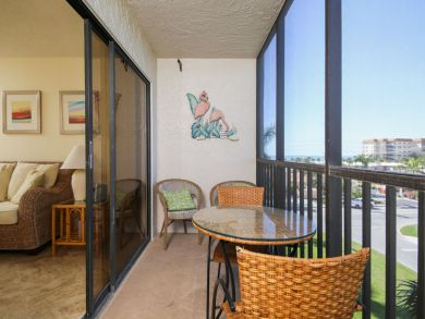 Great Value Lido Key 2 Bedroom Vacation Condo Walk to Beach