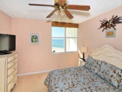 Lido Key Vacation Condo Sleeps Four Guests.