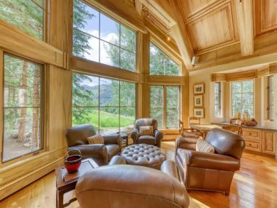 Vail 5 Bedroom Ski in Ski Out Home, Mountain View & Hot Tub