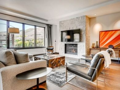 Luxury 4 Bedroom Ski Condo in Vail Sleeps 8 Walk to Lift