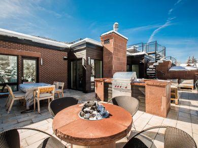 Aspen Three Bedroom Penthouse Sleeps Six Guests