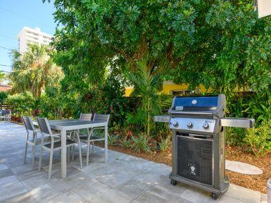 Fort Lauderdale Walk to Beach 4 Bedroom Rental Pool Home