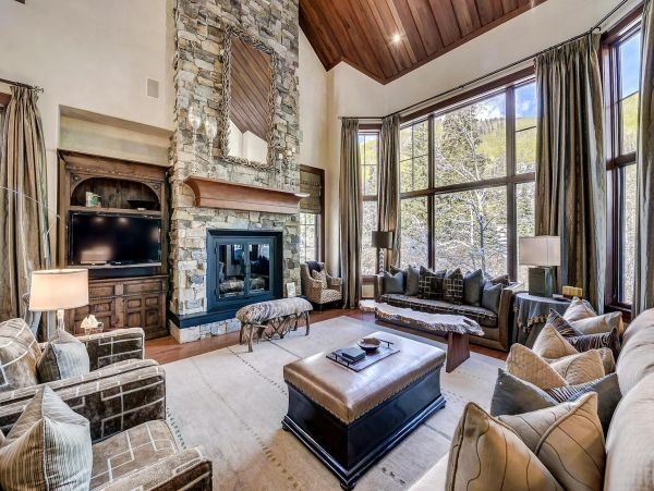 Stunning Vacation Rental Home with Spa & Mountain Views