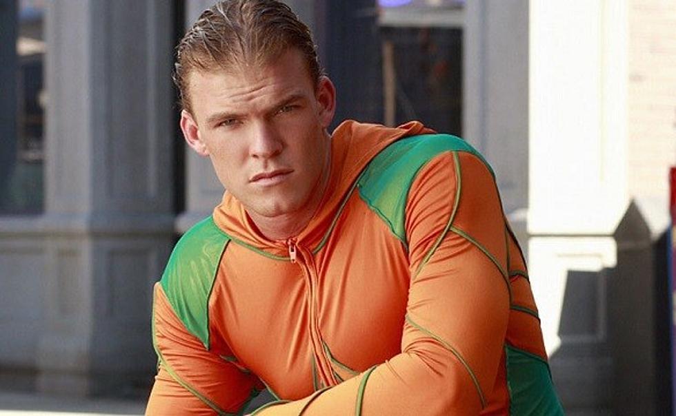 Alan-Ritchson-AC-Aquaman