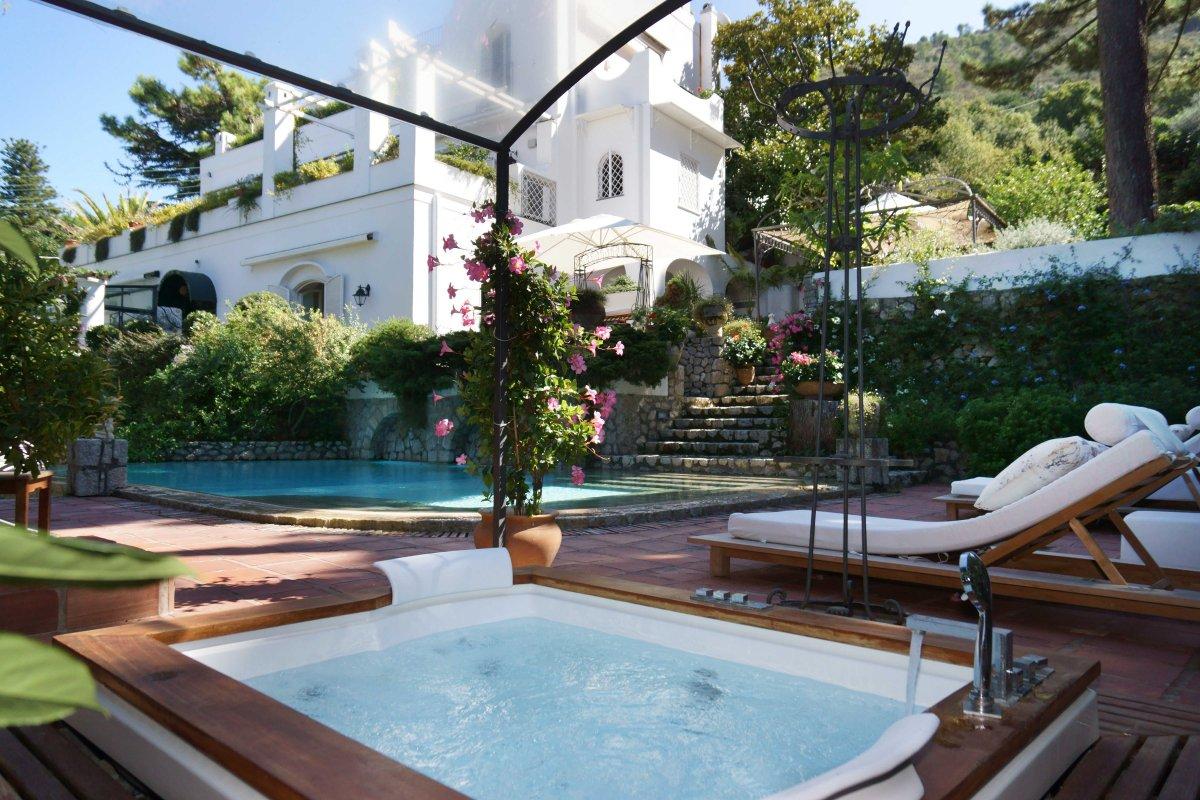 Villa aurora luxury villas vacation rentals fantasia for Villa capri