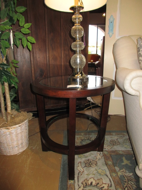 Haverty S Glass Top End Table At The Missing Piece