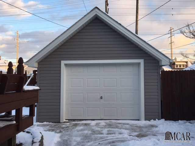 464 arbor monroe mi 48162 mls 449518165 for Pinckney garage door