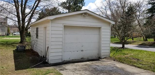 7225 belleville road belleville mi 48111 mls 449812116 for Pinckney garage door