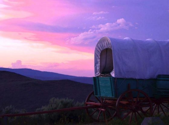 covered wagons heading west homesteading