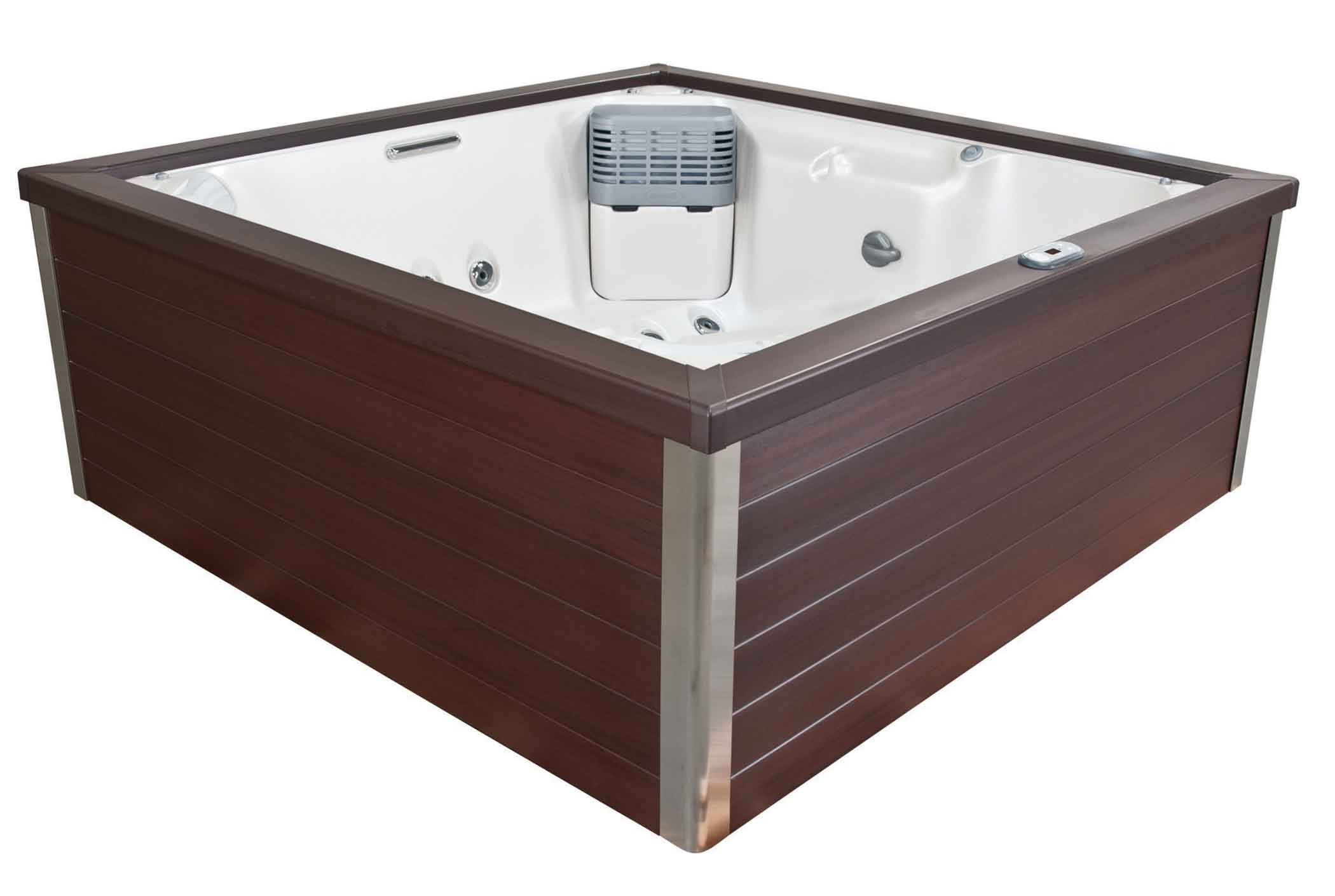 J-LXL® hot tub in Manitoba
