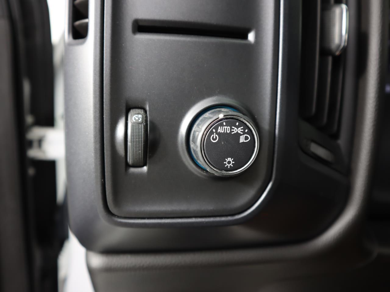used vehicle - Truck CHEVROLET SILVERADO 1500 2018