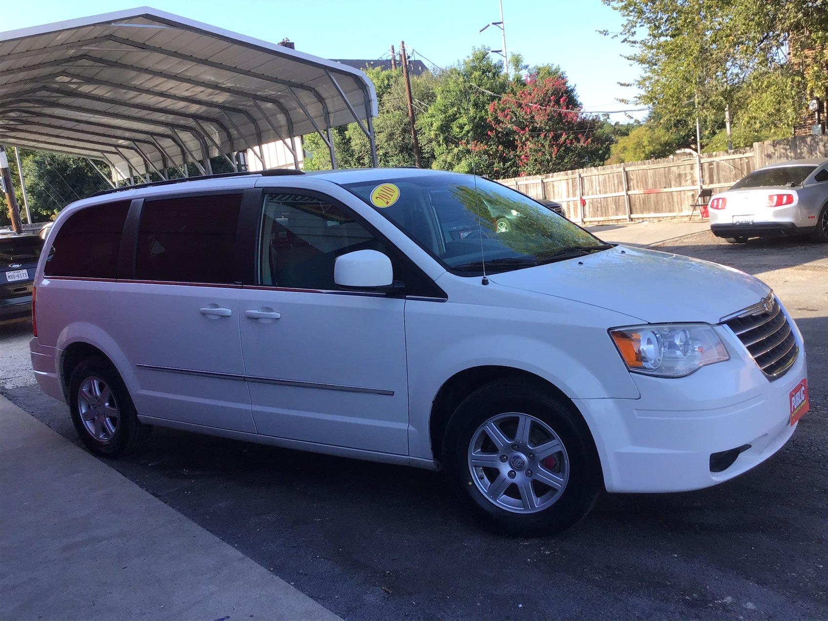 used vehicle - Van-Minivan CHRYSLER TOWN AND COUNTRY 2010