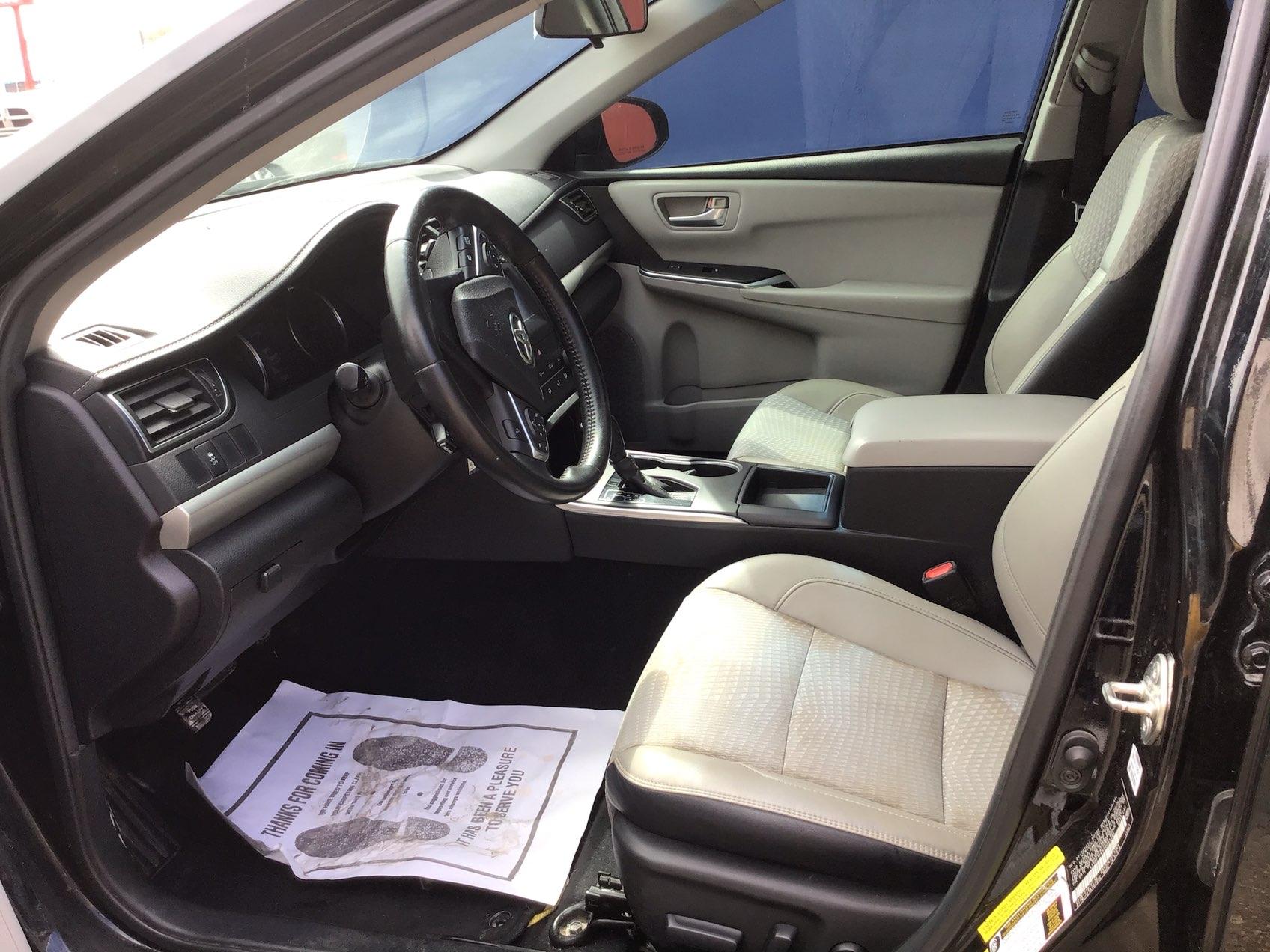 used vehicle - Sedan TOYOTA CAMRY 2015