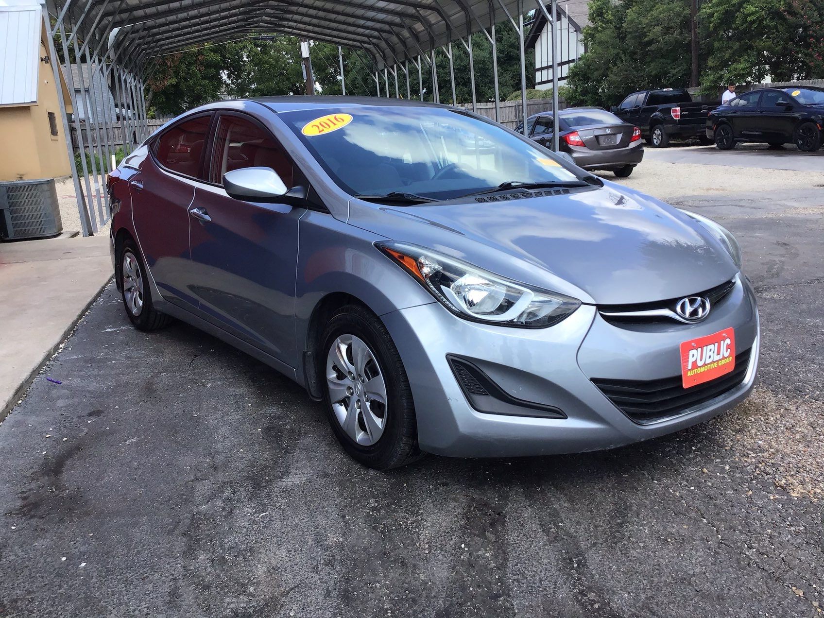 used vehicle - Sedan Hyundai Elantra 2016